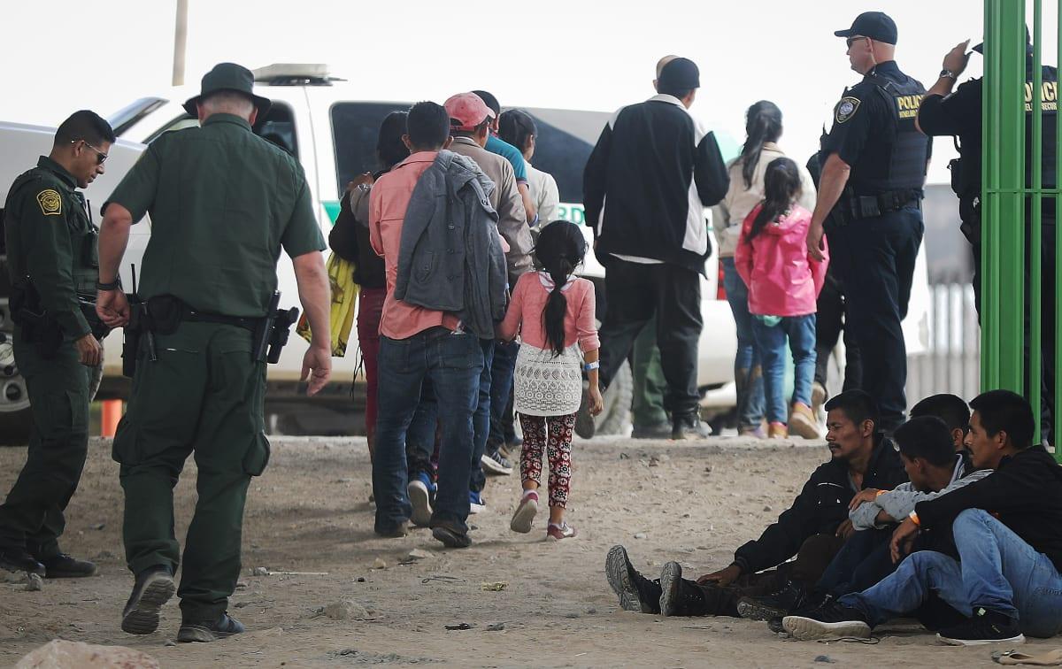 "ICE deporta a 150 inmigrantes por ""Operación Promesa Rota"""