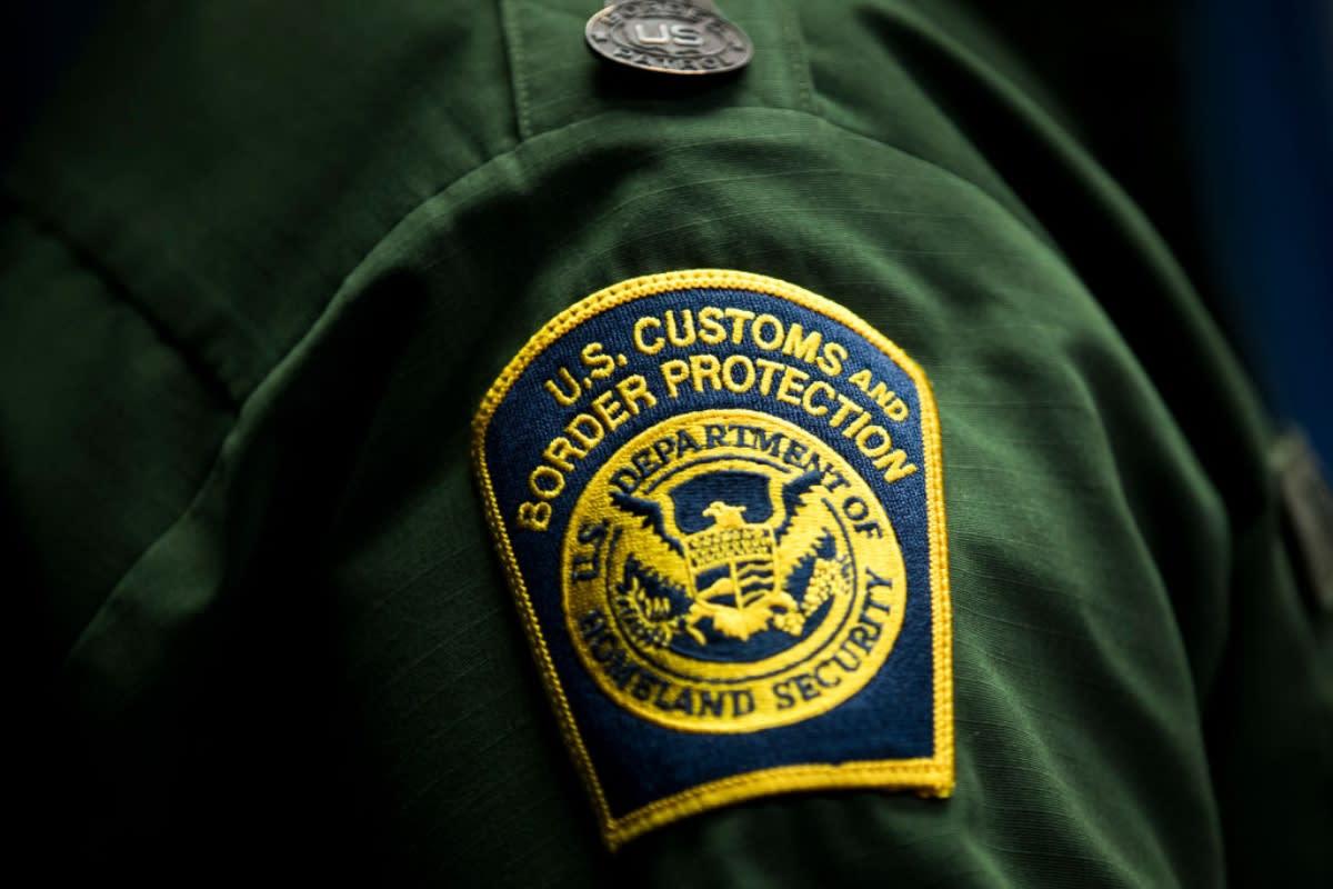"""Corte ordenó detener deportación de un hombre arrestado """"por su apariencia latina"""""""