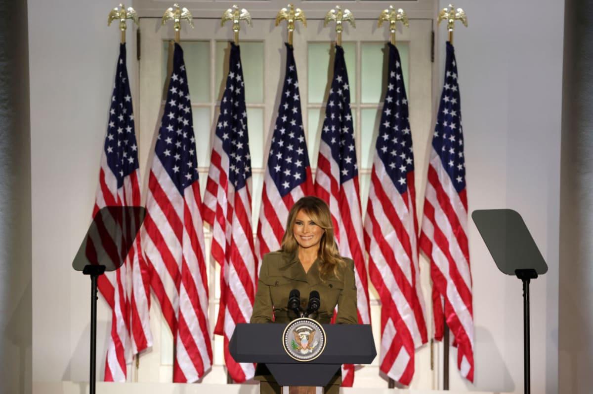 Critican a Melania Trump tras presumir lujosa cancha de tenis en la Casa Blanca