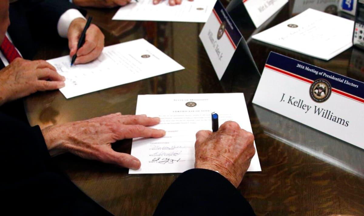 Colegio Electoral vota para certificar a Biden en estados que Trump impugnó