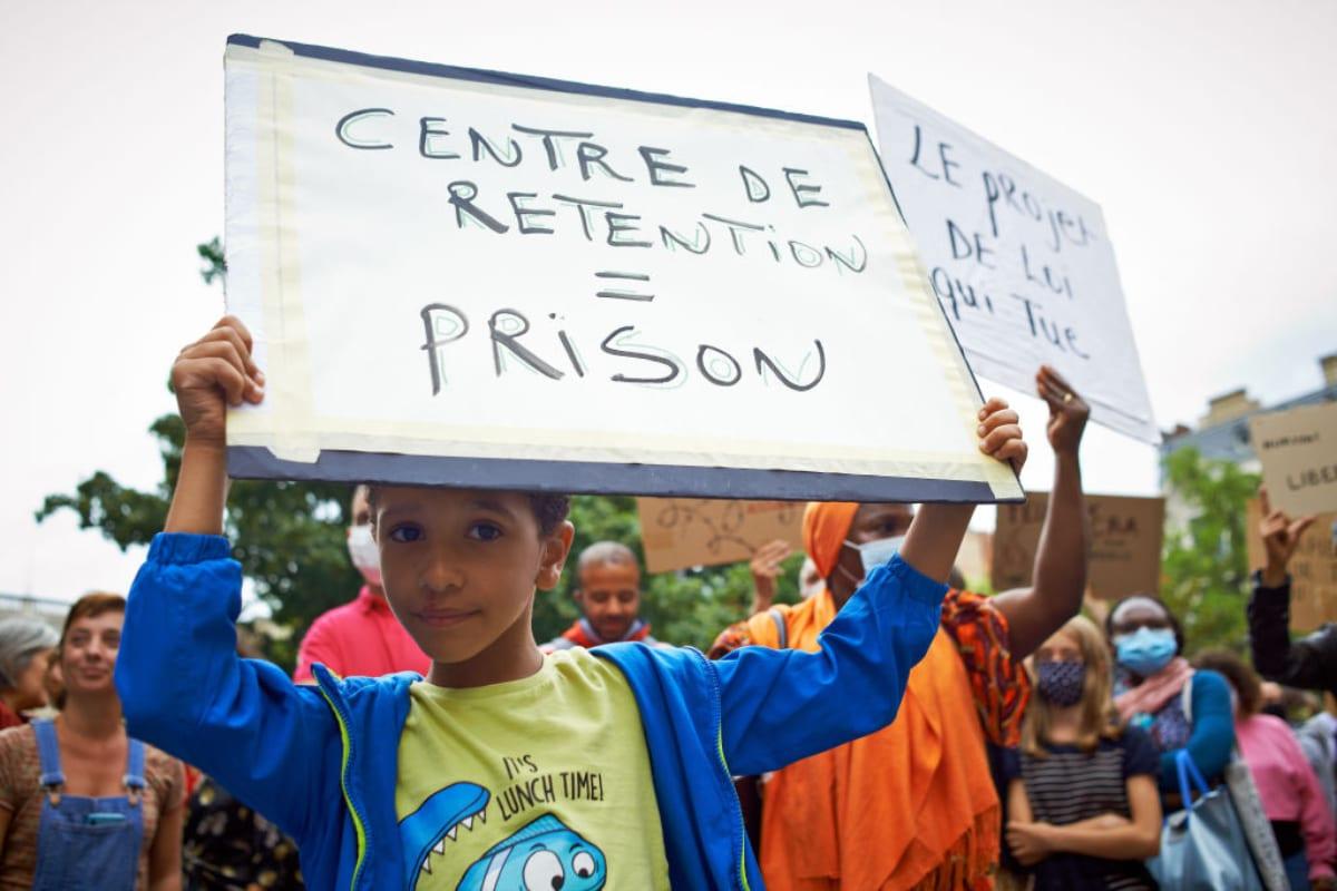 Corte reafirma que niños migrantes no sean retenidos en centros de detención