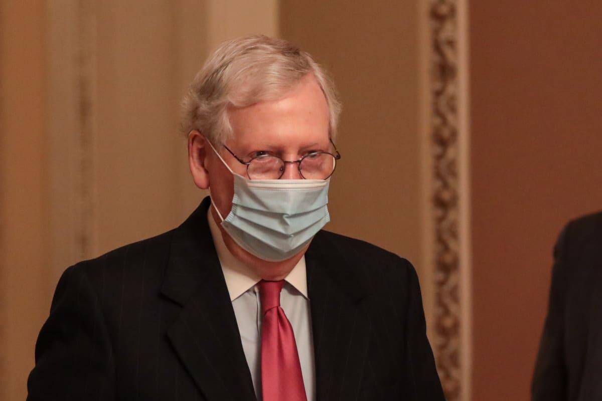 McConnell dice que cheque de $2,000 no será aprobado rápidamente en el Senado