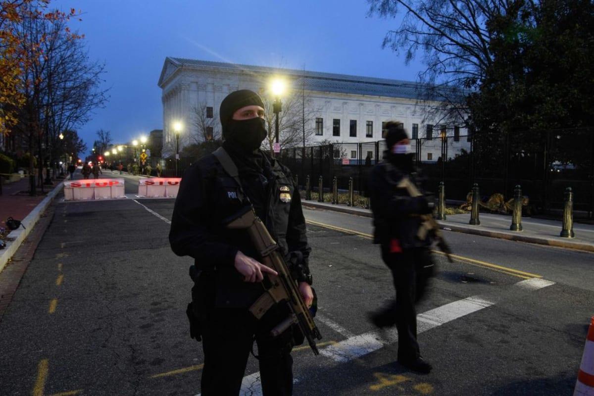 DHS emite alerta sobre 'terrorismo interior' tras inauguración de Biden