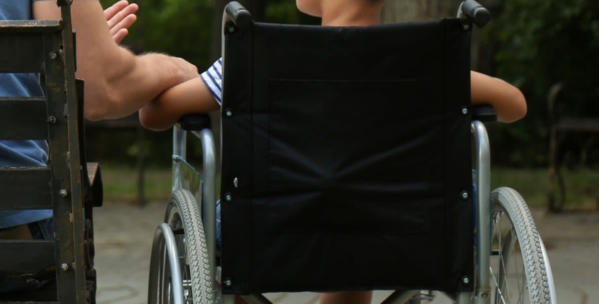 CURIOSO: Joven con rara enfermedad en huesos desafía pronósticos de vida (VIDEO)