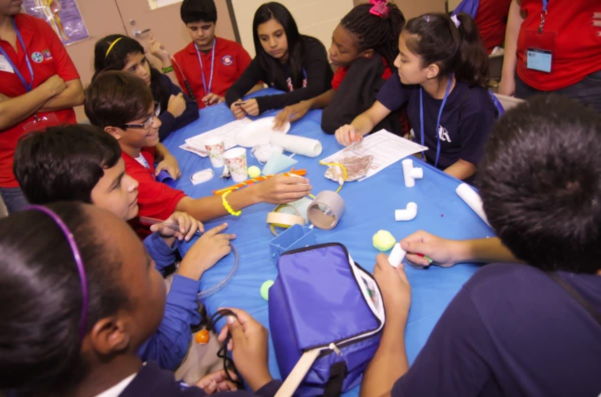 STEM, estudio fundamental para el futuro profesional de jóvenes latinos
