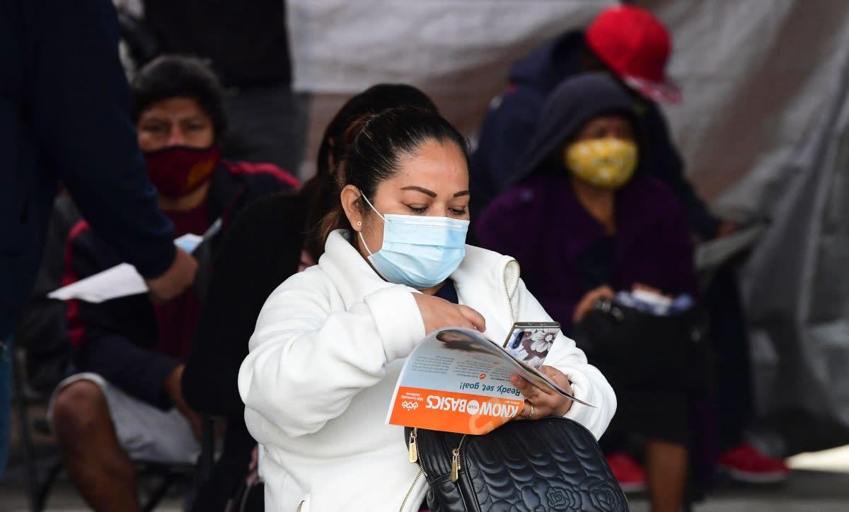 Niegan la vacuna de COVID-19 a indocumentada mexicana