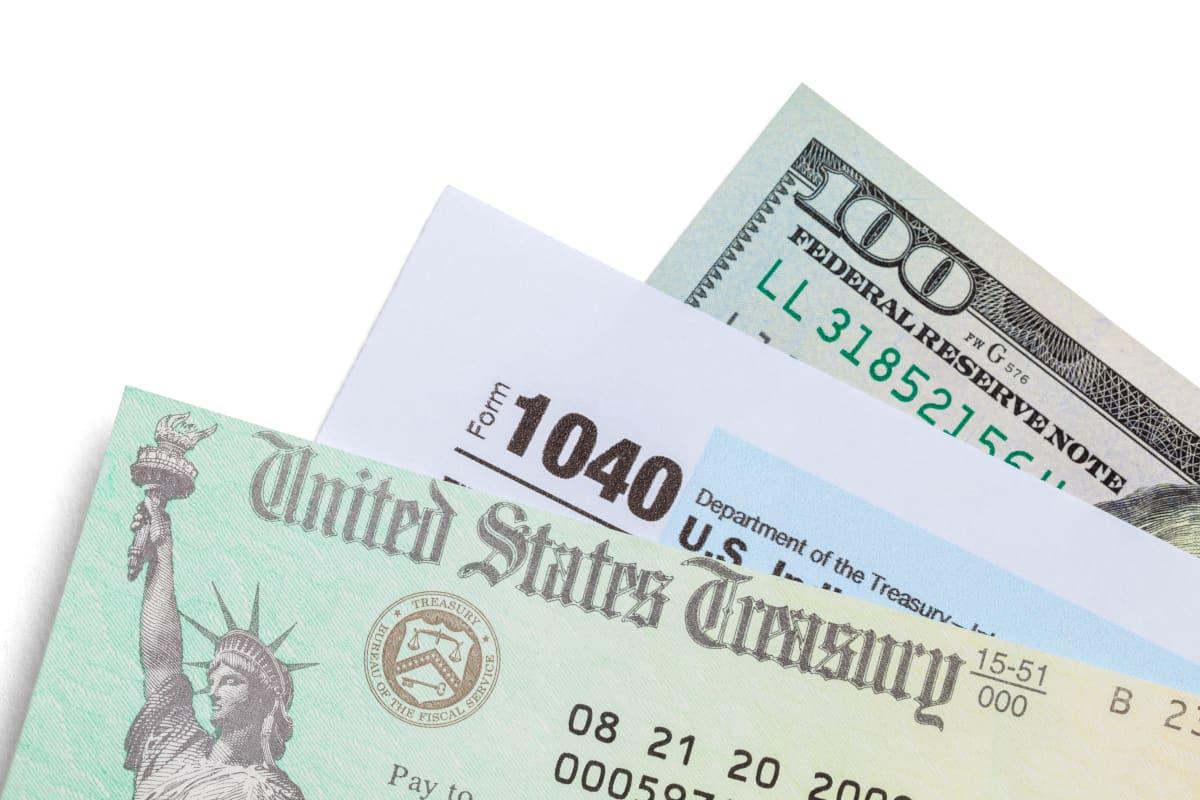 Revelan las razones por las que el IRS está enviando menos dinero en el tercer cheque
