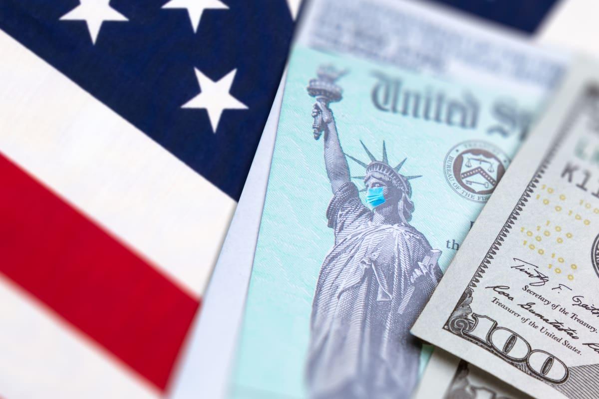 Revelan la razón por la que el IRS no ha enviado 30 millones de cheques