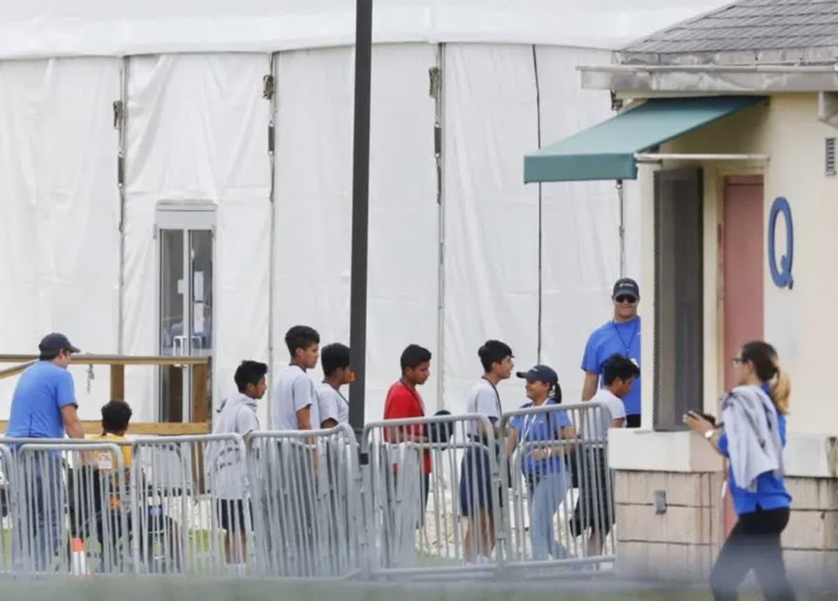 Gobernador de Texas Abusos sexuales instalación migratoria