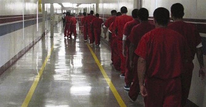Texas retira demanda contra suspensión de deportaciones tras acuerdo