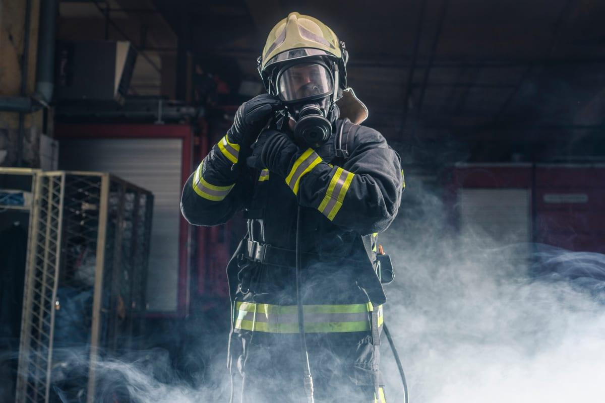 Incendio masivo deja sin electricidad a miles en Nueva York