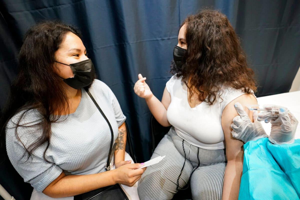 CDC pide usar mascarillas otra vez, incluso a los vacunados
