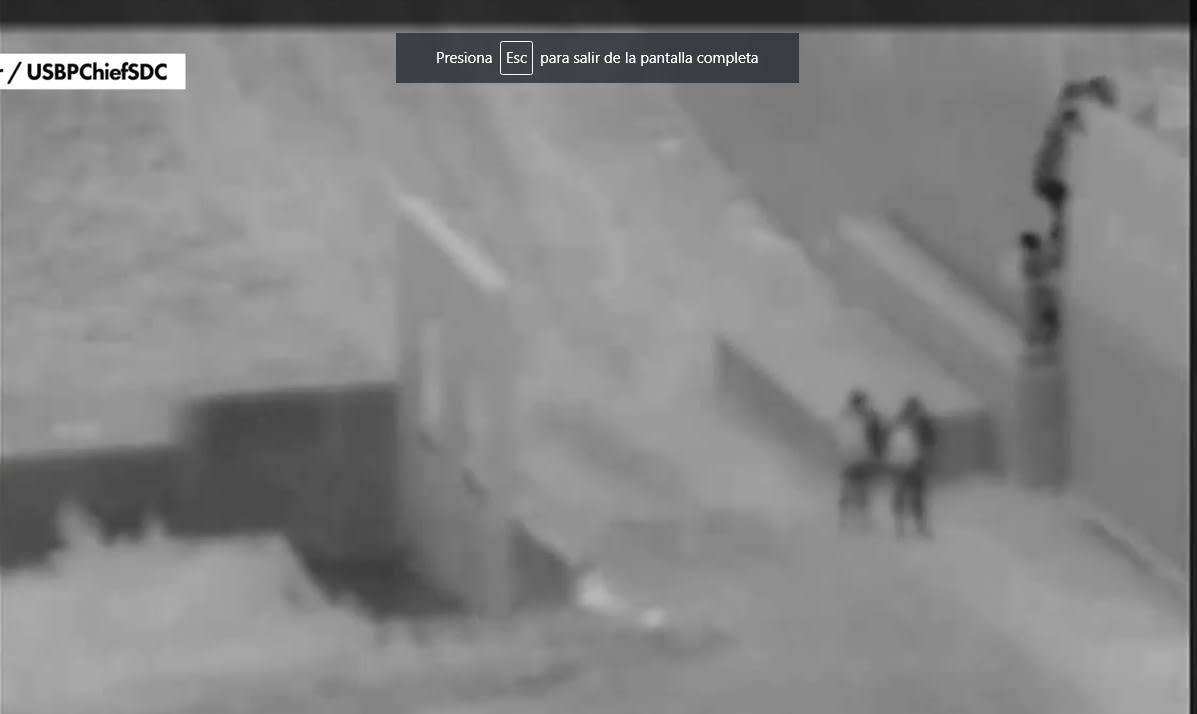 """""""Coyote"""" deja caer a niño de dos años en valla fronteriza"""