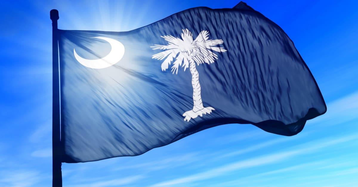 Bandera de Carolina del Sur (Estados Unidos) ondeando en el viento