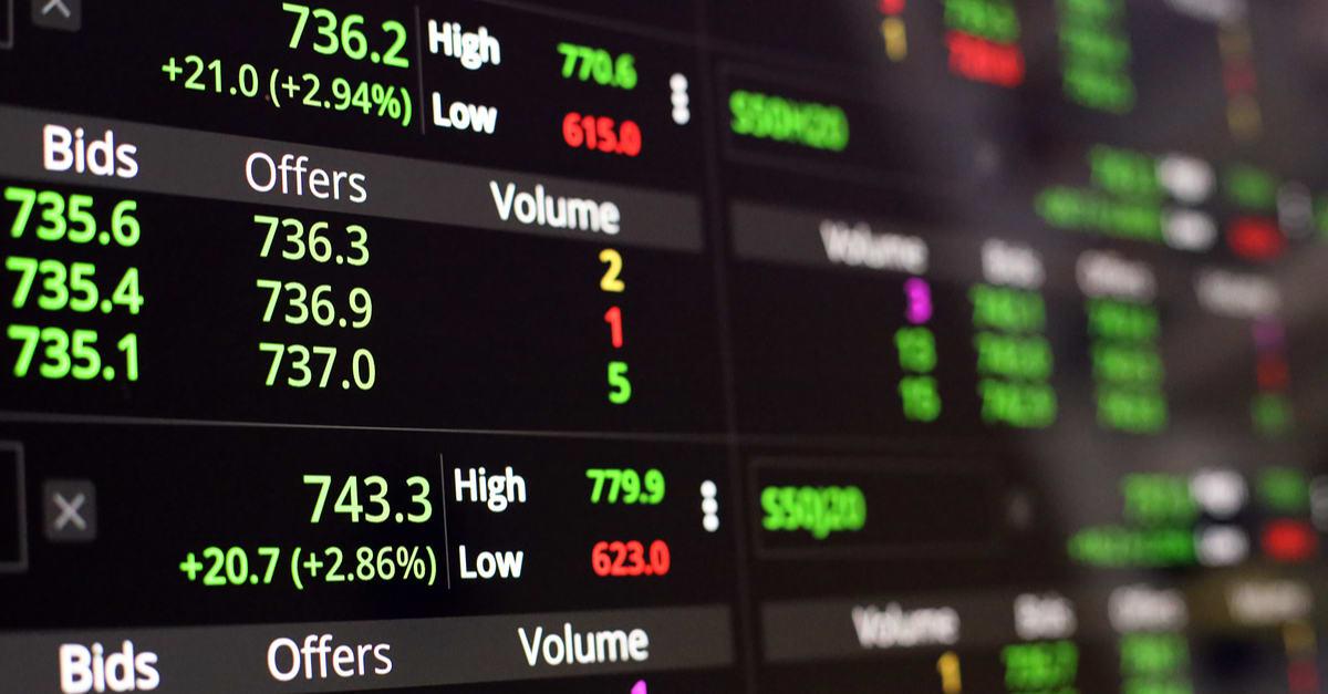 Nueva York La Bolsa de Valores, Streaming Trade Screen, La pantalla de las acciones Muestra el aumento del precio de las acciones.