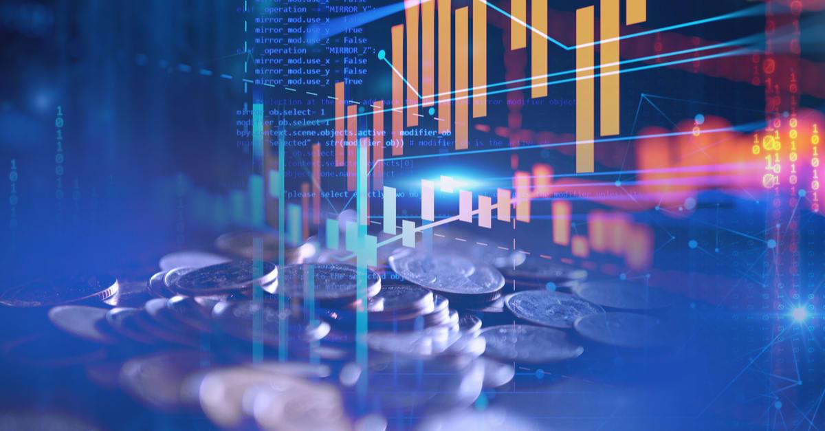 imagen de doble exposición de pilas de monedas sobre el fondo del gráfico financiero de la tecnología.