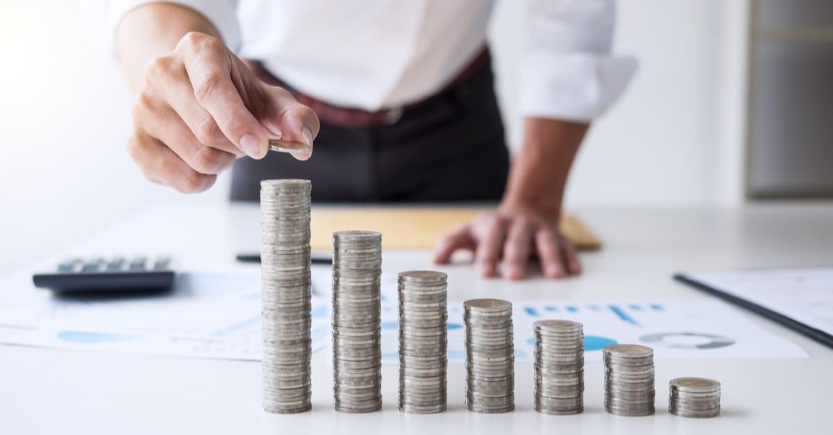 Costo Contador de negocios o banquero, empresario calcular y analizar con índices financieros bursátile