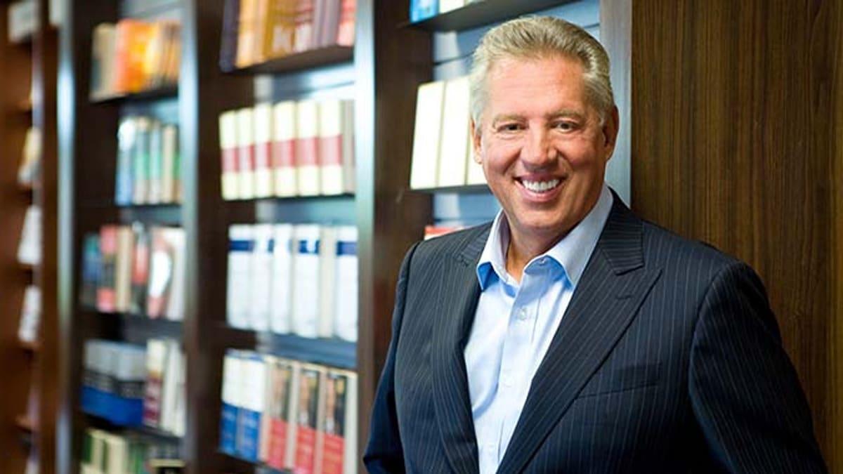 John-Maxwell-es-un-escritor,-coach-y-conferencista-estadounidense-que-ha-escrito-más-de-80-libros-exitoysuperacionpersonal