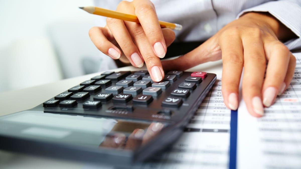 Hombre-con-calculadora---Entrepreneur