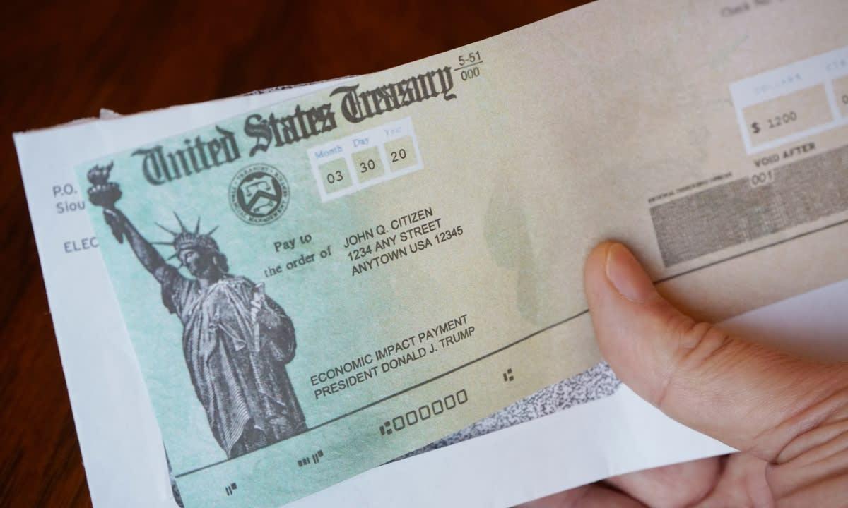 cheques de $1400