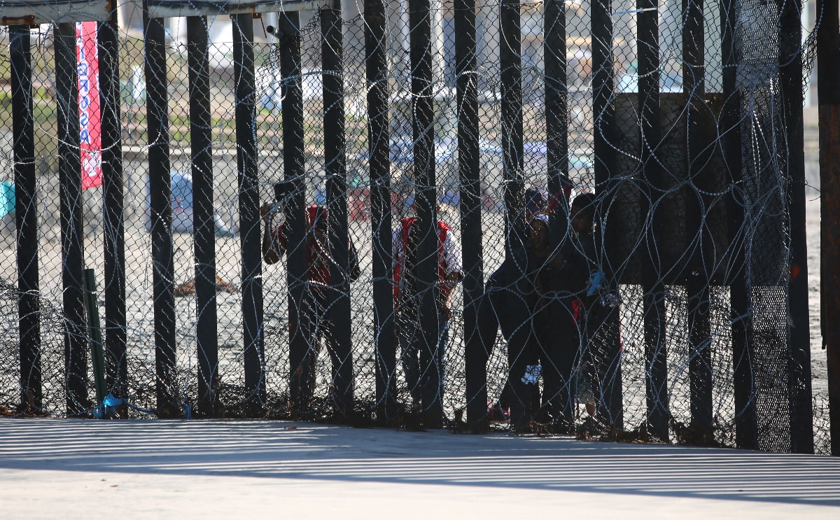 Familia niño abandonado frontera Patrulla Fronteriza
