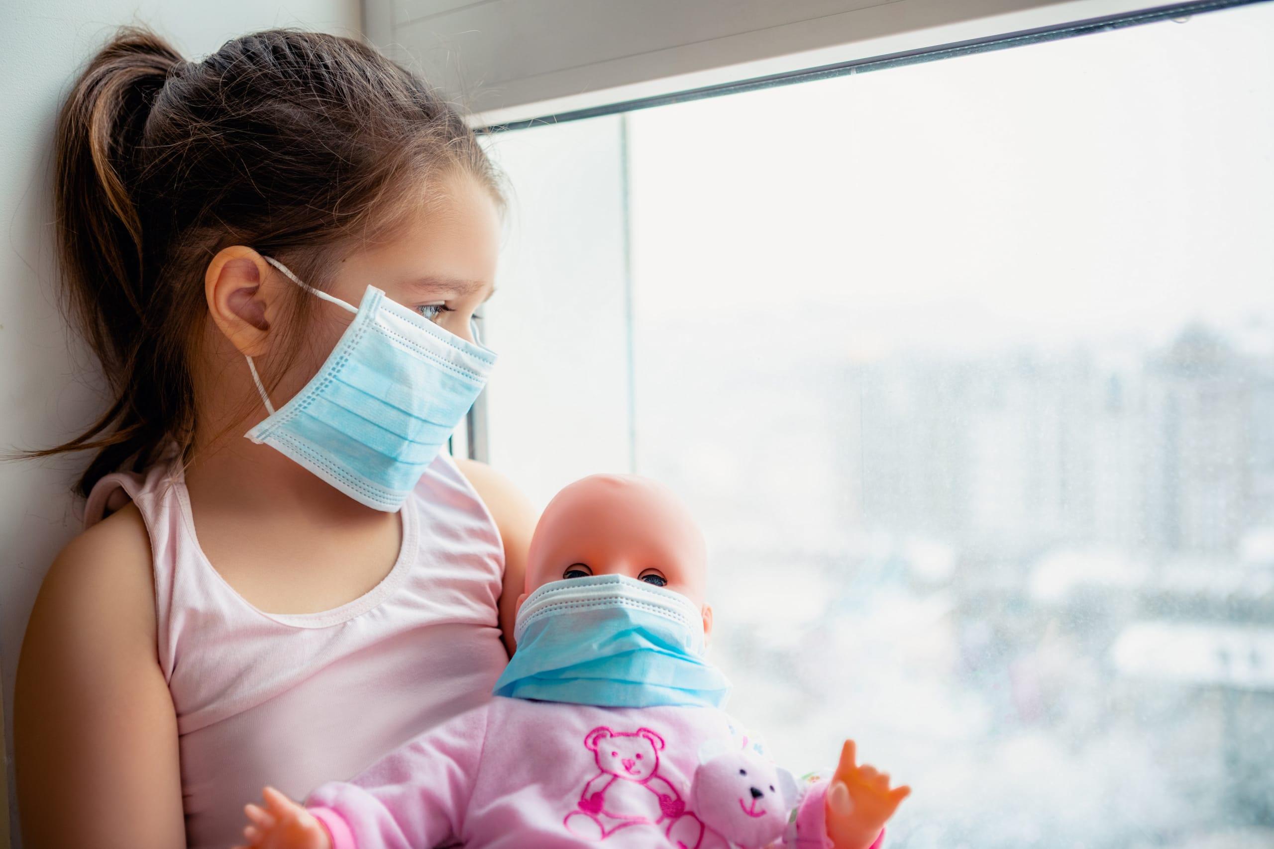 Trillizos huérfanos mamá coronavirus