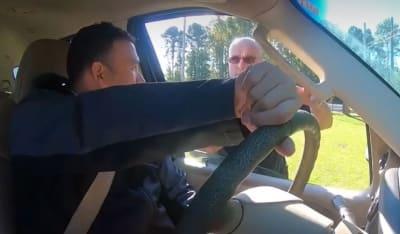 ¿Qué hacer si te detiene la policía al conducir en Estados Unidos?