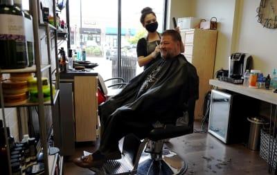 Coty ofrece cheques de $1,000 dólares a peluqueros y manicuristas