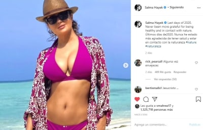 Salma Hayek despide año bikini 1