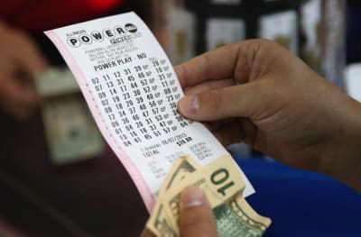 Hispano es acusado de robar billetes de lotería para ganar premios instantáneos