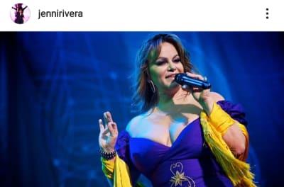 Mayeli Alonso le copia a su excuñada Jenni Rivera al aparecer con saco y brasier