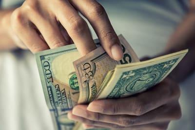 economía se contrajo, prohíbe enviar remesas cuba