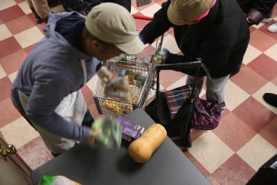 Estados se preparan para el cambio en el programa de cupones de alimentos en EE. UU.