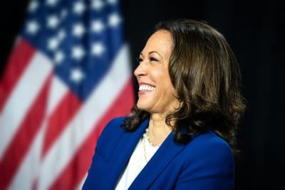 Renuncia Kamala Harris, vicepresidenta