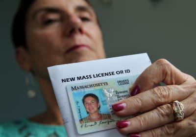 Massachusetts podría otorgar licencias de manejo a indocumentados