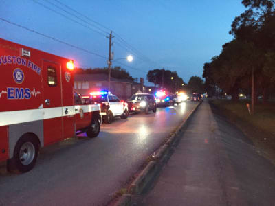 Un hispano murió por disparos de un agente de policía en Houston cuando el policía trataba de contenerlo en su intento de suicidio.