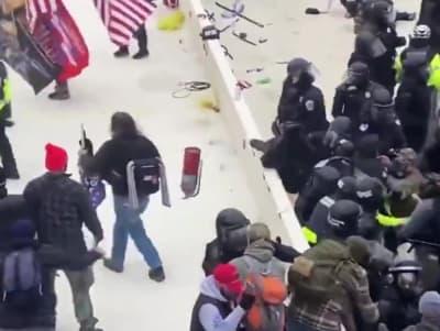 Capitolio Extinguidor Video, Policía Sicknick