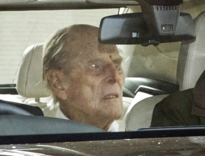 Dan de alta al esposo de la reina Isabel II, pero preocupan fotos dónde luce demacrado