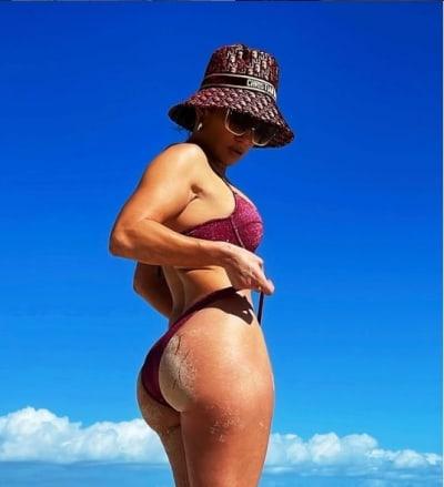 esposa de Alex Rodríguez Jennifer López JLo sensual frente espejo 3