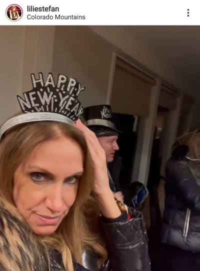 Critican a Lili Estefan por no usar cubrebocas en festejo de Año Nuevo