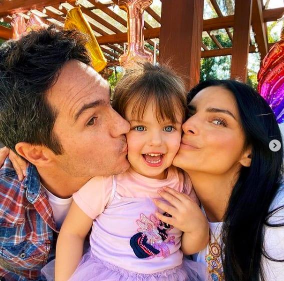 Hace unos días la hija de Eugenio Derbez festejó a su hija junto a Mauricio Ochmann (IG)