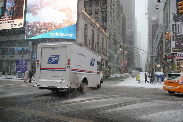 golpean a cartera del Postal Service