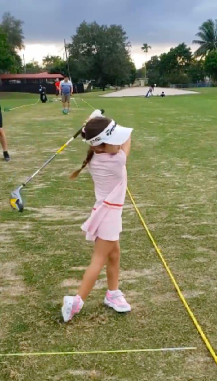 Toni Costa pone a practicar deportes a su hija