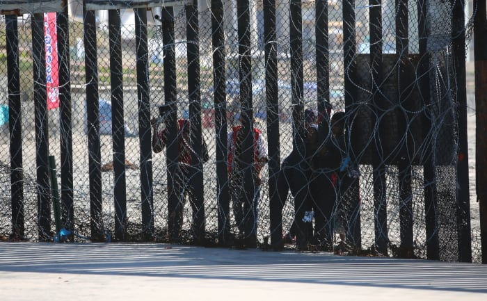 Niños abandonados frontera