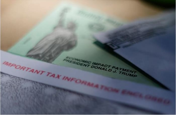 viudos deben devolver cheque