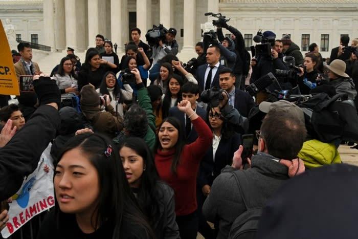juez suspende regla trump