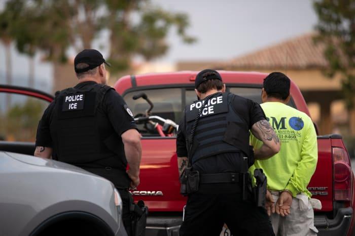 Inmigrante morder agente ICE