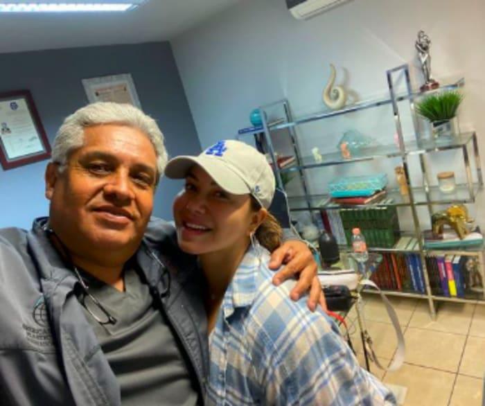 Chiquis Rivera cirujano