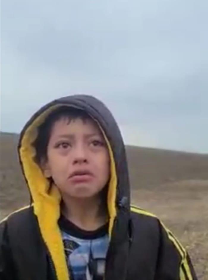 Familia niño abandonado frontera