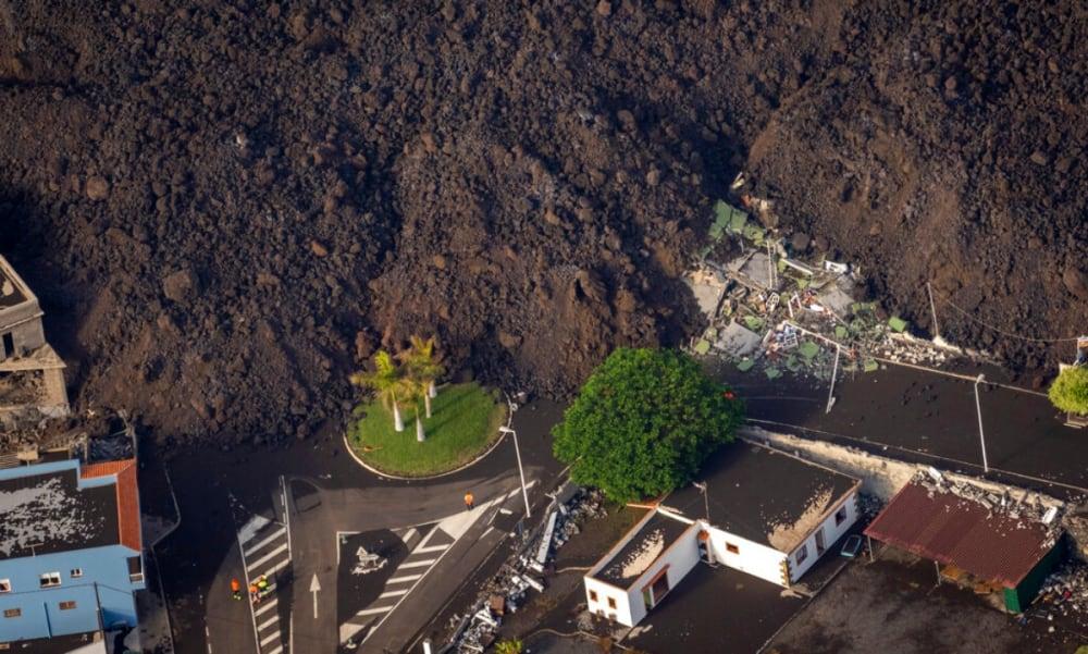 ¿Milagro en plena erupción del volcán? Misteriosa casa se salva de la lava